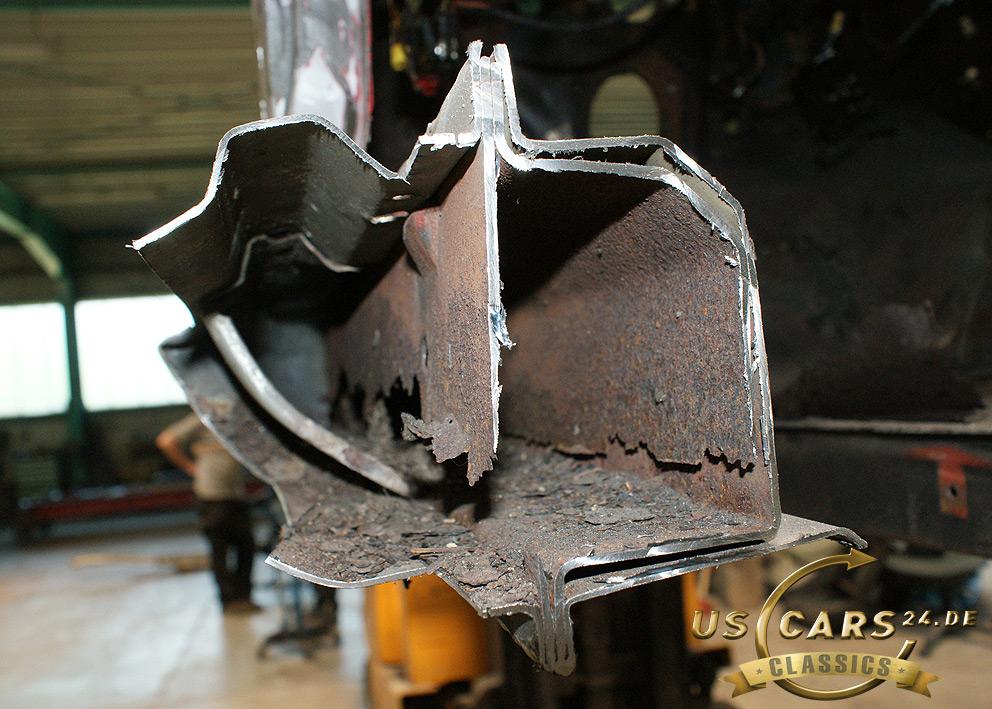 Restaurierung Oldtimer, Ford Mustang Rahmen